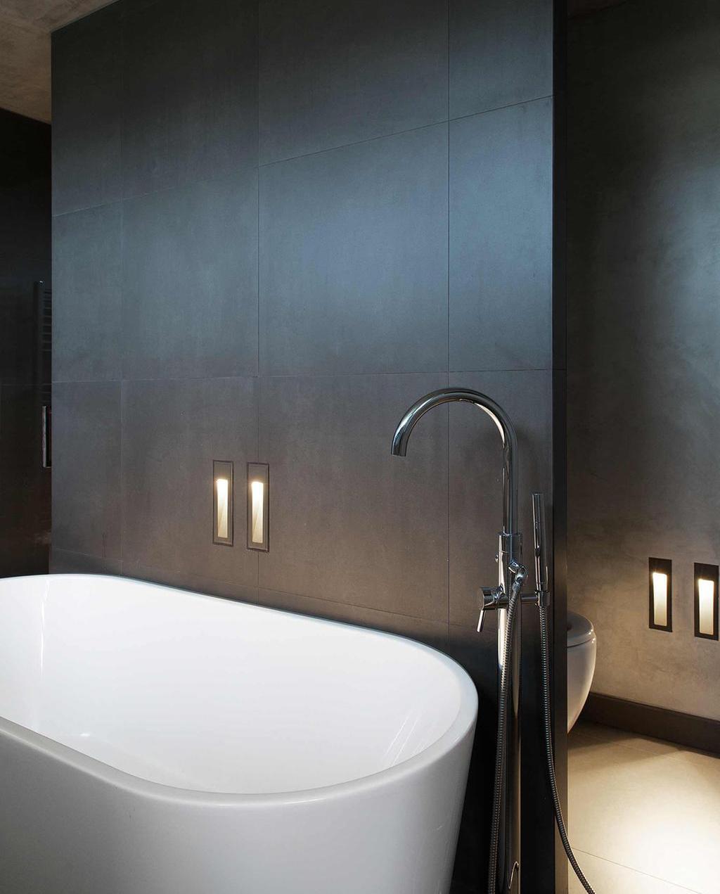 Strakke badkamer | wit bad