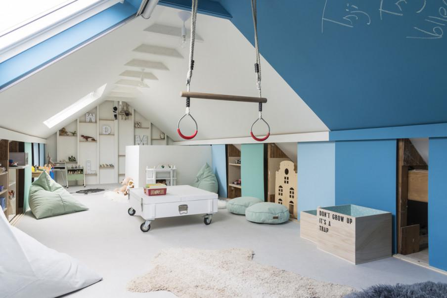 Vue d'ensemble salle de eux bleu et blanc.