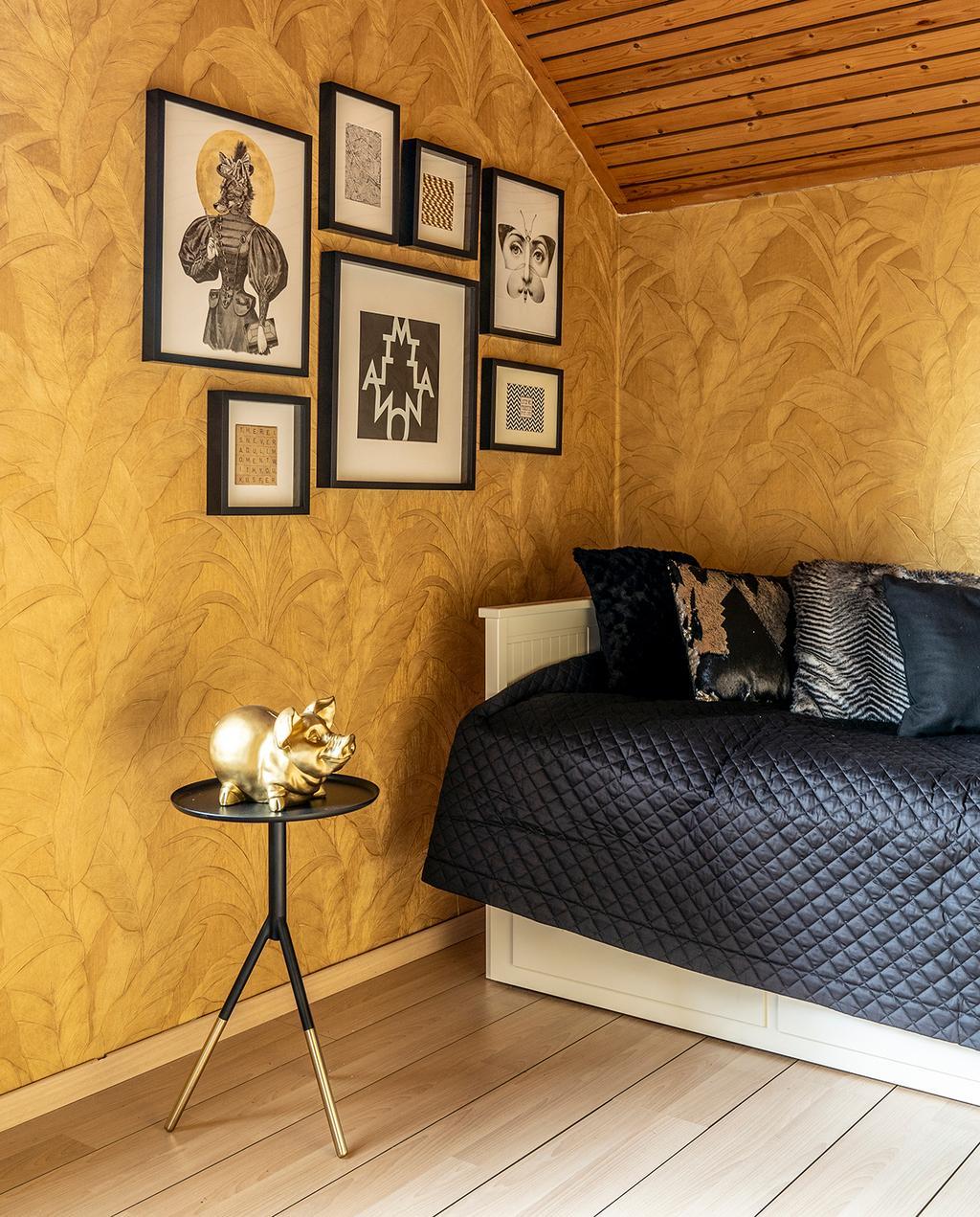vtwonen 04-2020 | logeerkamer met goud behang en goede accessoires Mierlo