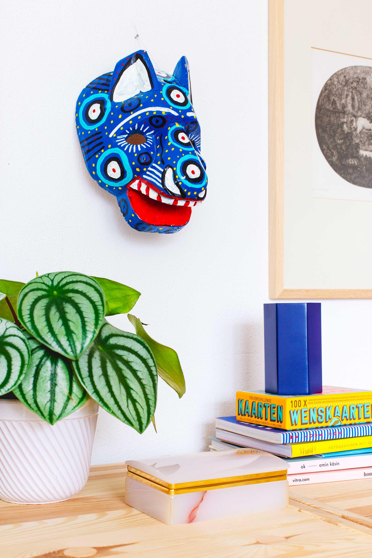 blauw houten masker oh marie van de kringloop