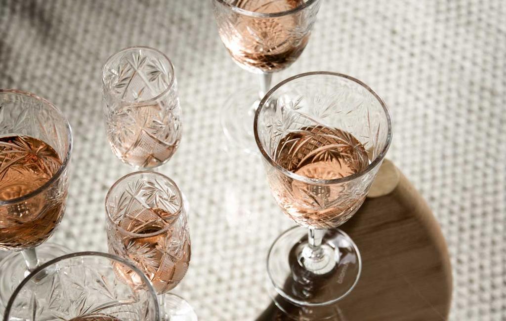 vtwonen | vintage wijnglazen met reliëf