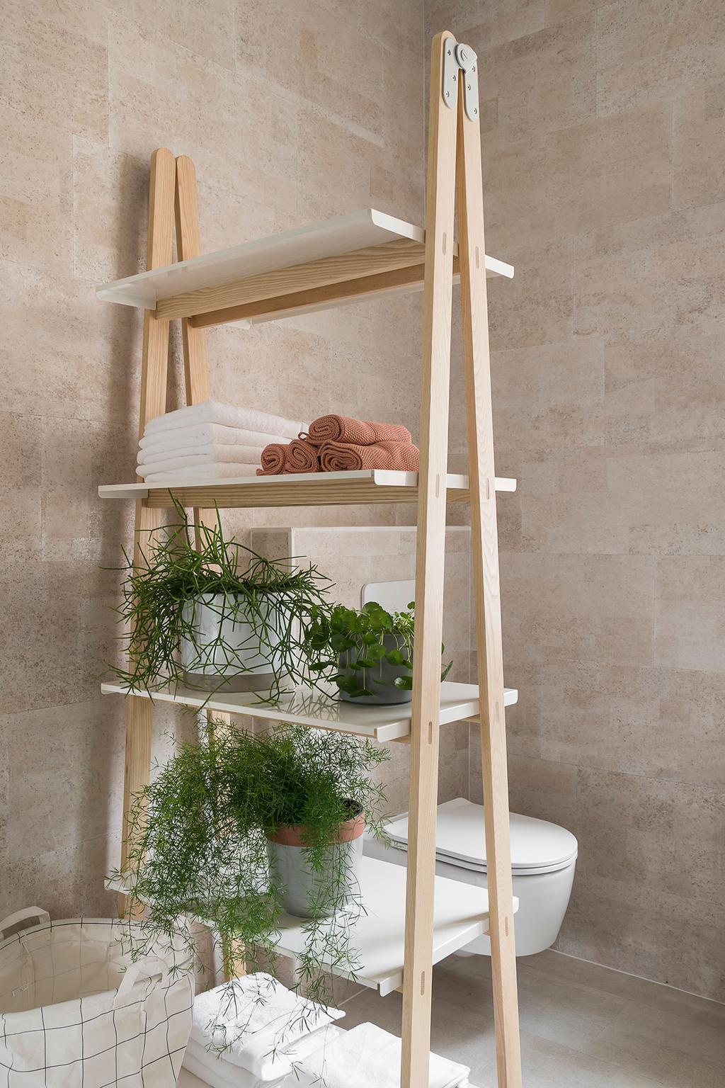 De badkamer met roomdivider van Lukas en Katrien uit de tweede aflevering van het tweede seizoen van 'Een frisse start met vtwonen'.