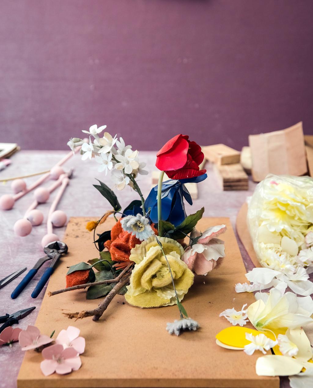 vtwonen 06-2020 | Ontdek het ambacht: driedimensionale bloemen van Linda Nieuwstad