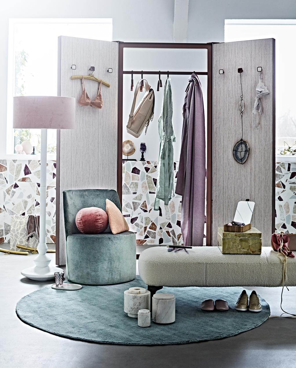 kleurrijke stoel dat zich bevindt in boudoir