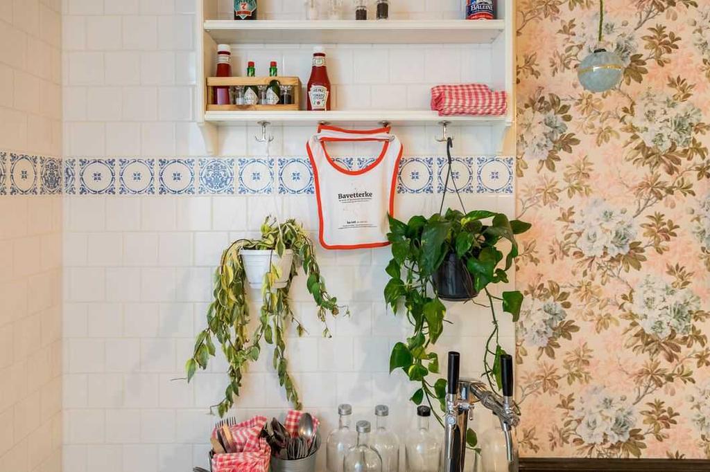 plantjes met bavet in een retro interieur
