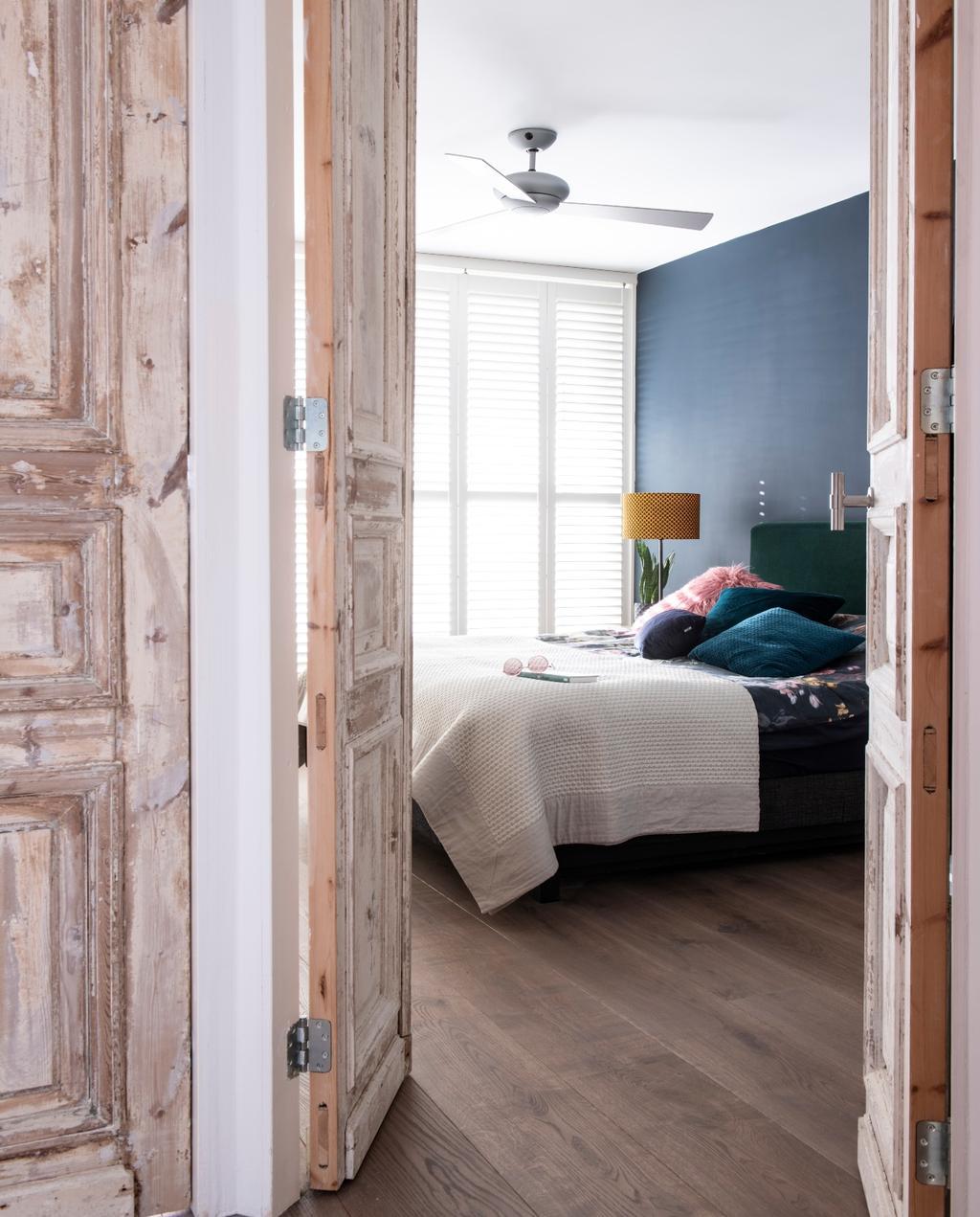 vtwonen bk special 03-2020 | binnenkijken Almere slaapkamer met hoge houten deuren