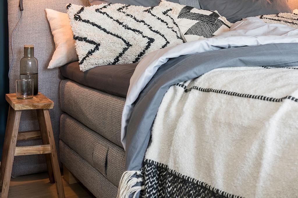 Bospring van Beter Bed in de slaapkamer van Carlo en Carolien uit de achtste aflevering van het tweede seizoen van 'Een frisse start met vtwonen'.