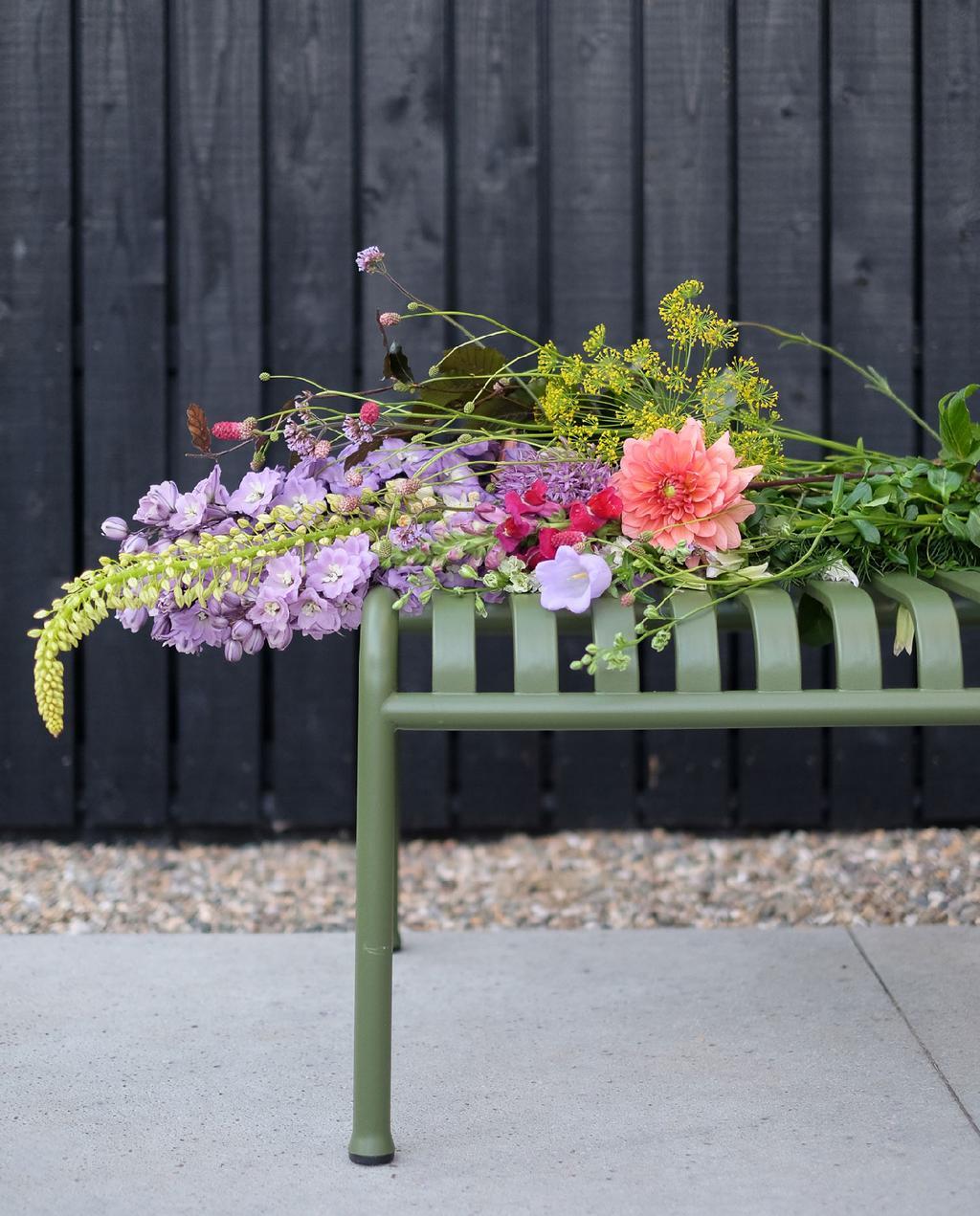 blog prchtg vtwonen | design tuinmeubelen groene metalen tuinbank