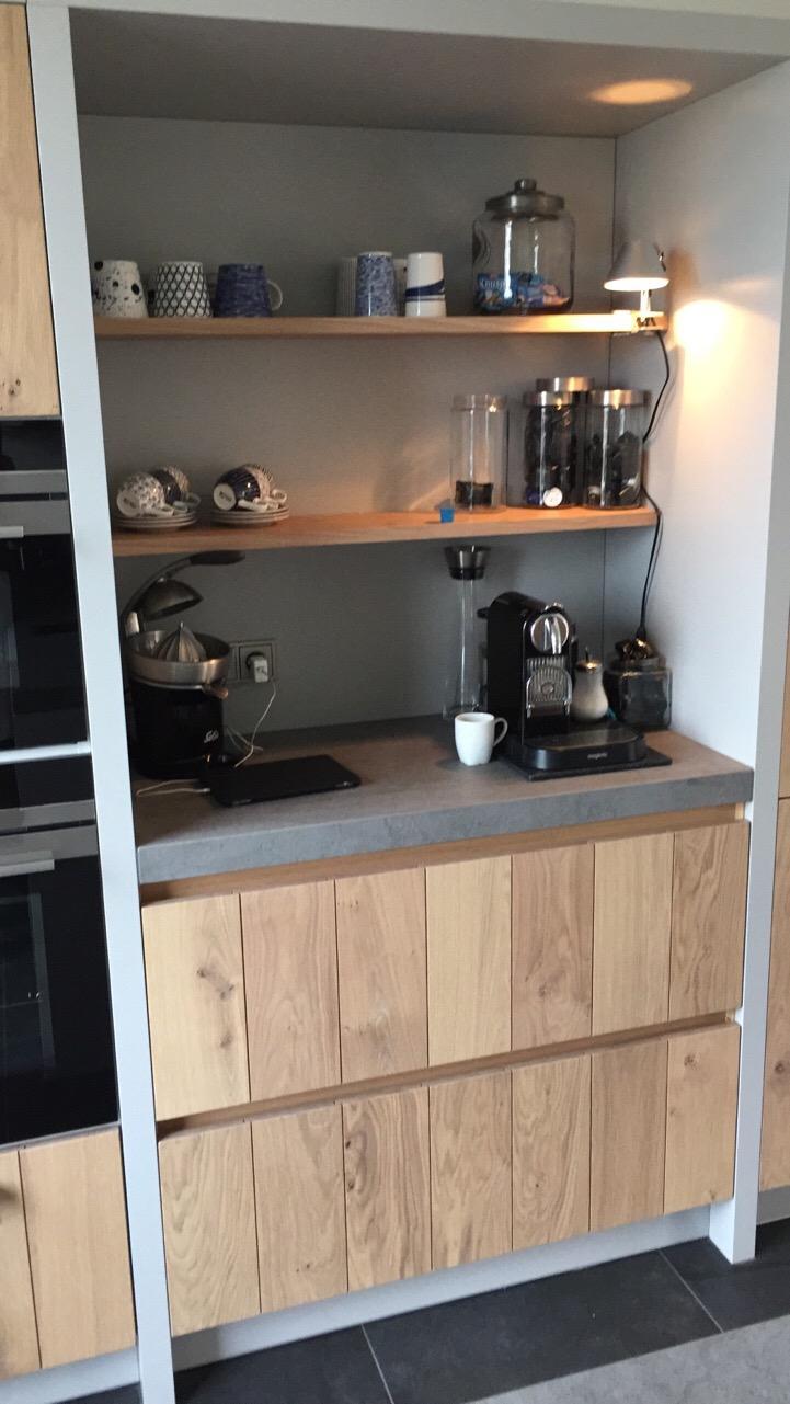 nieuwe-keuken-rechterkant-met-nis-voor-koffie-ed-meteen-een-breek-in-de-apparatenkasten