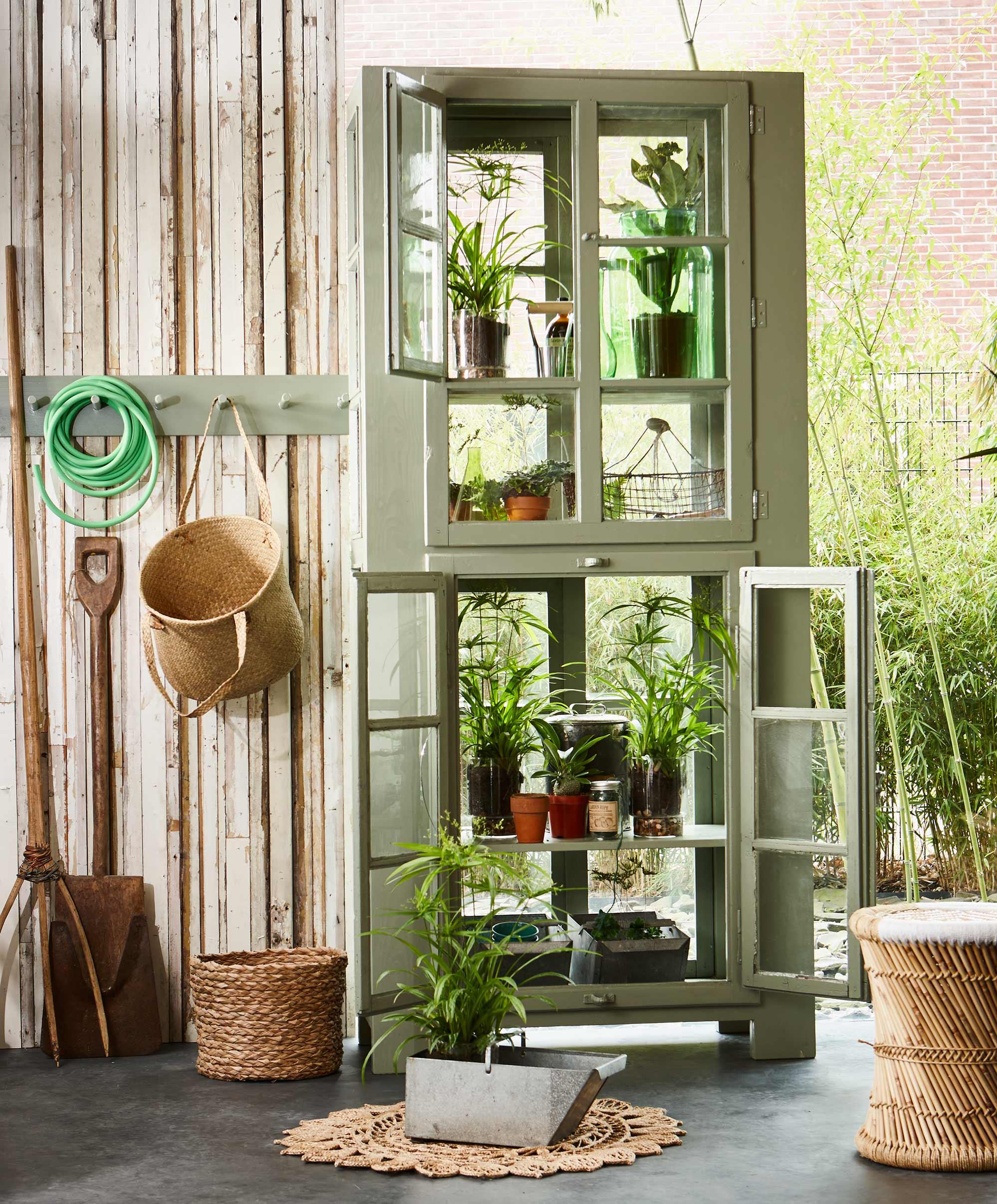 armoire vitrine verte