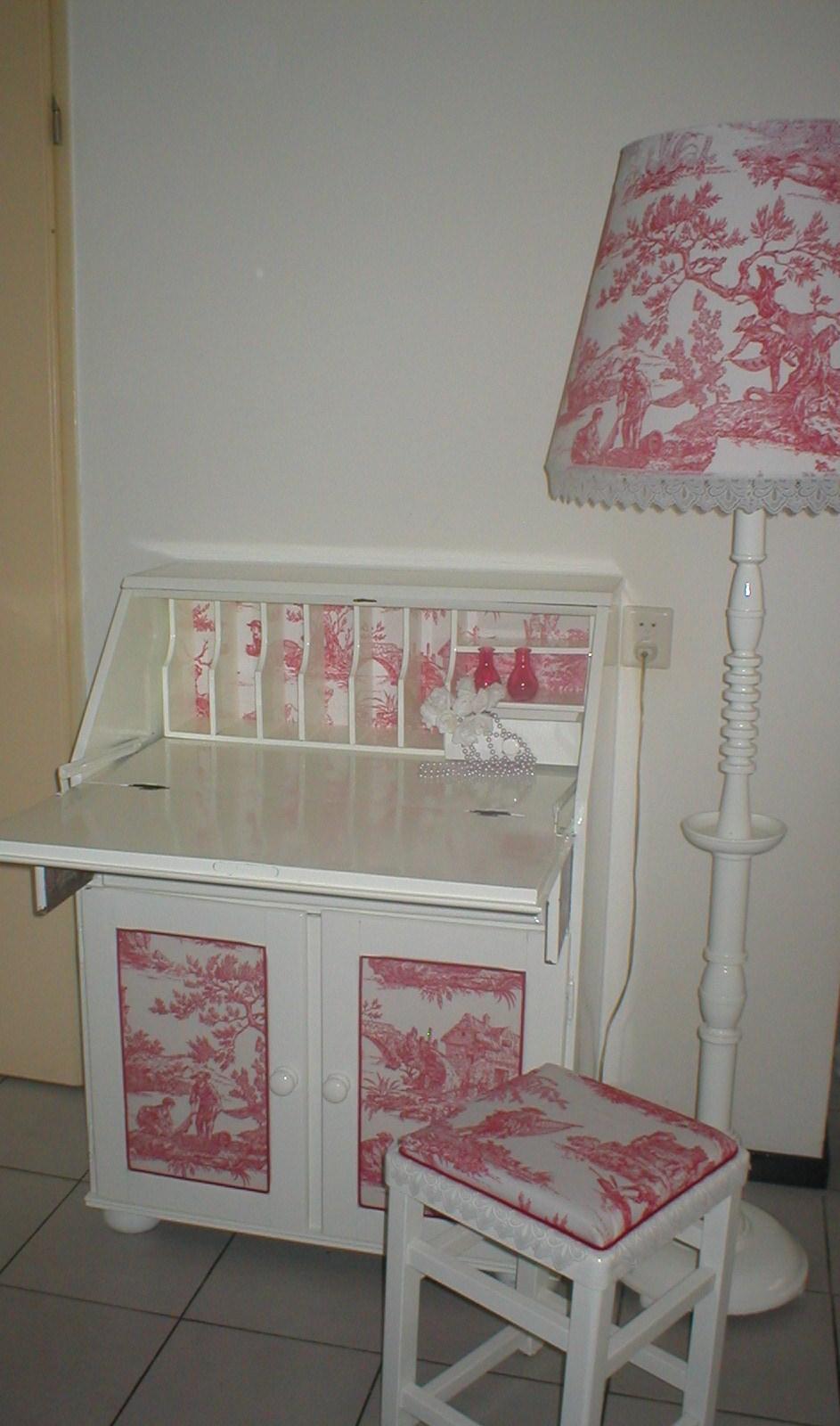roze witte lamp