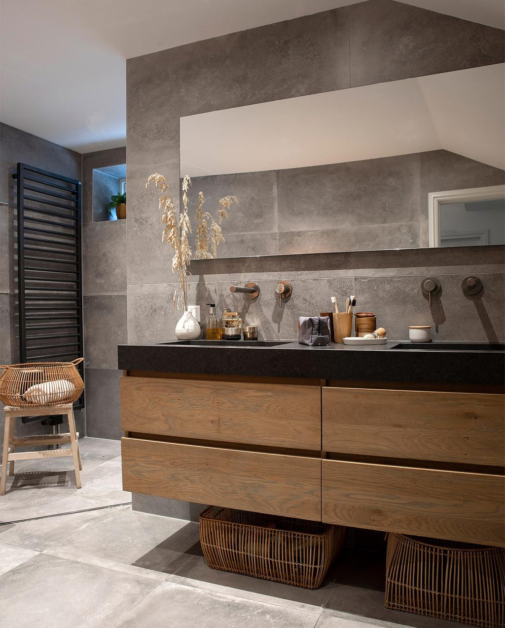 vtwonen 08-2021 | badkamer met zwevend wastafelmeubel
