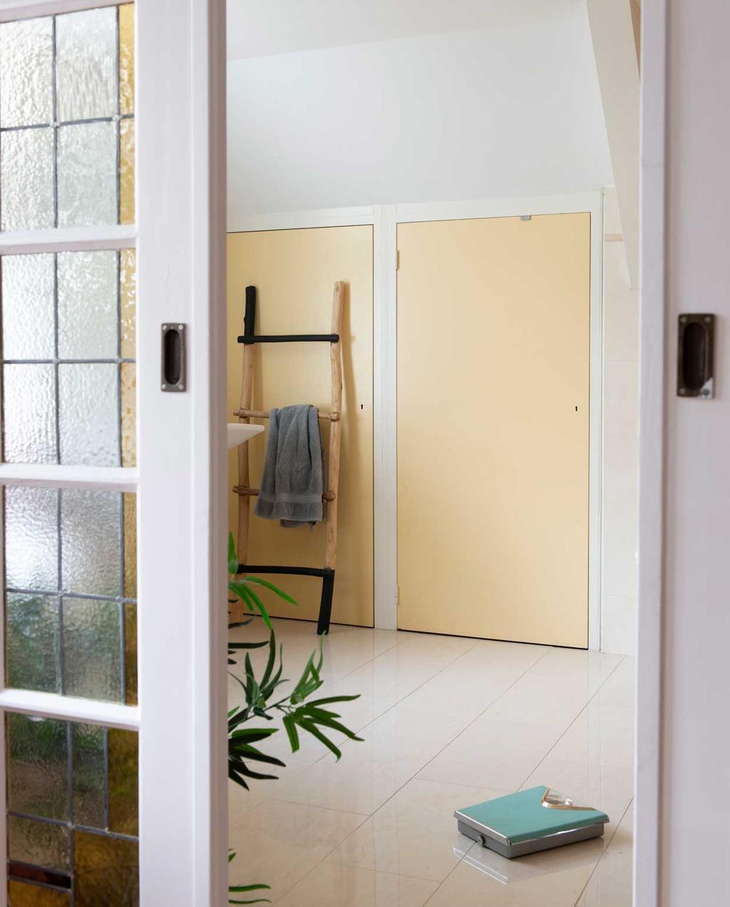 vtwonen 08-2020 | binnenkijken hillegom | badkamer met pastel kleuren in oude stijl
