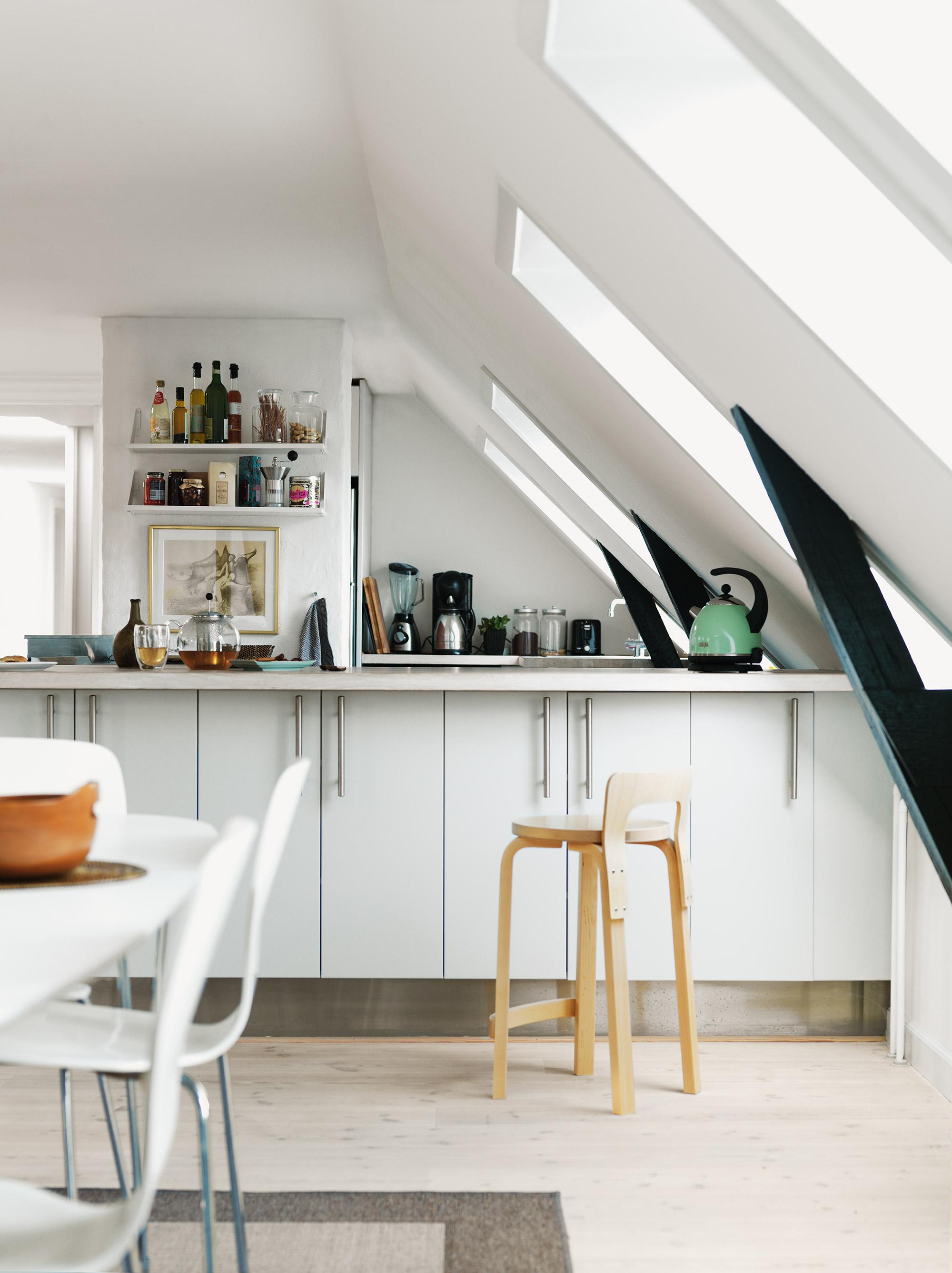 Basic keuken met dakraam