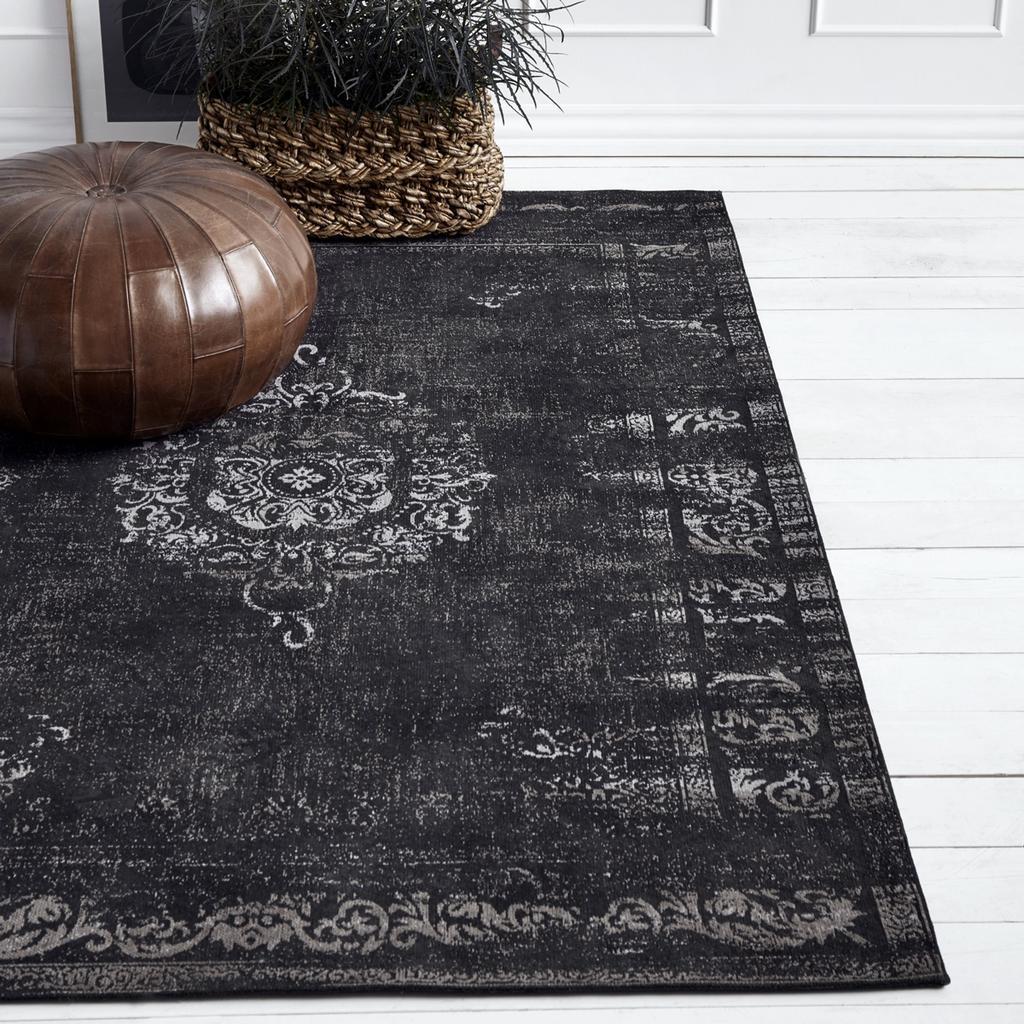 zwart vloerkleed donker perzisch tapijt