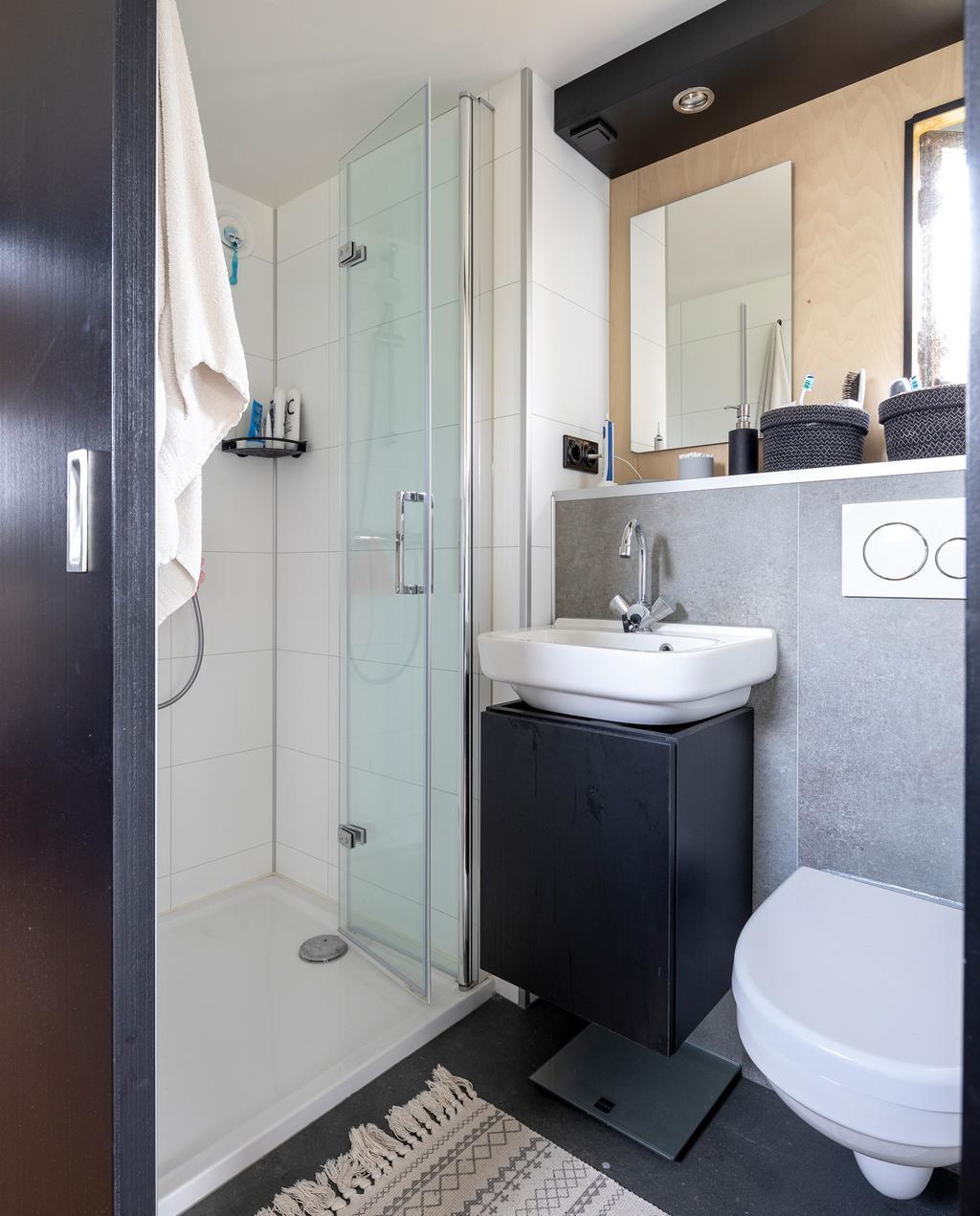 vtwonen special tiny houses | badkamer met douche