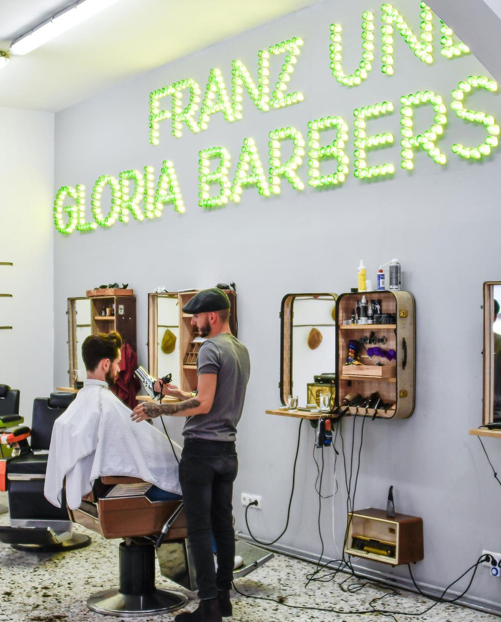 vtwonen 12-2019 | citytrip hotspot wenen voordeel citytrip Barbershop Franz und Gloria