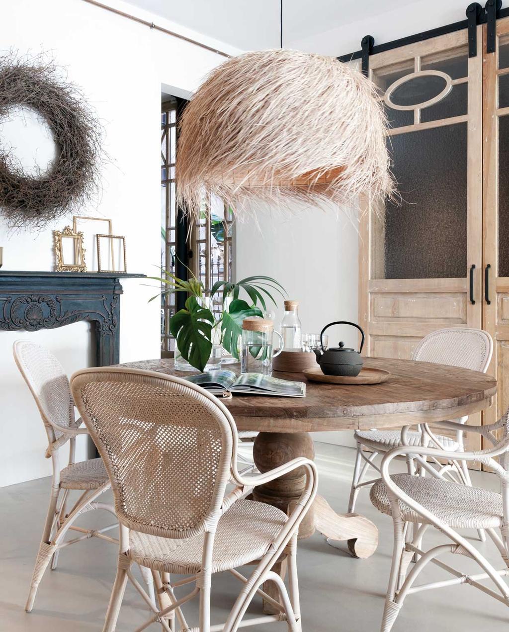 vtwonen 09 | Binnenkijker | eettafel met rieten hanglamp en rotan stoelen