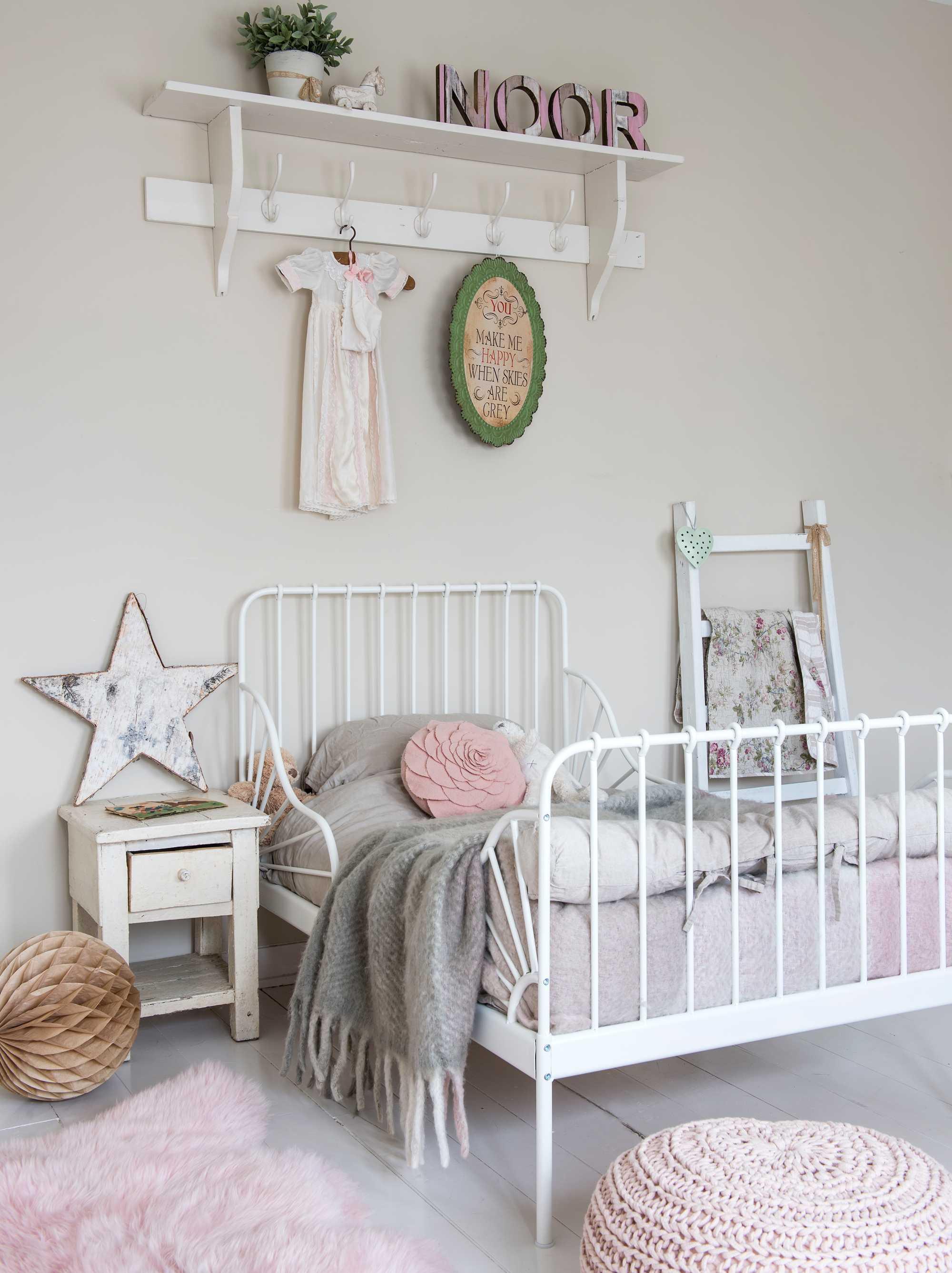 bed in kinderkamer