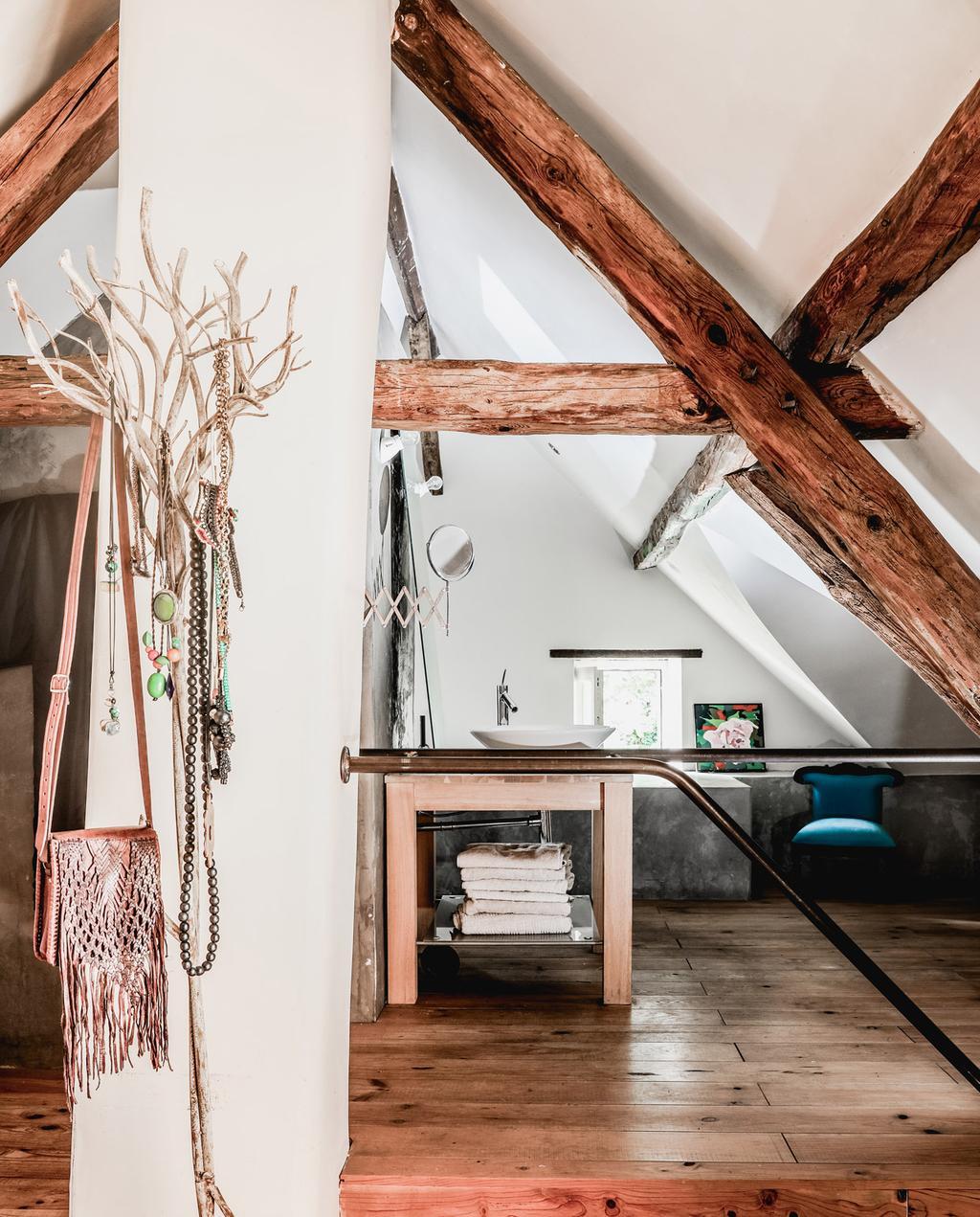 vtwonen 05-2021 | houten vloer met schuin dak en houten balken