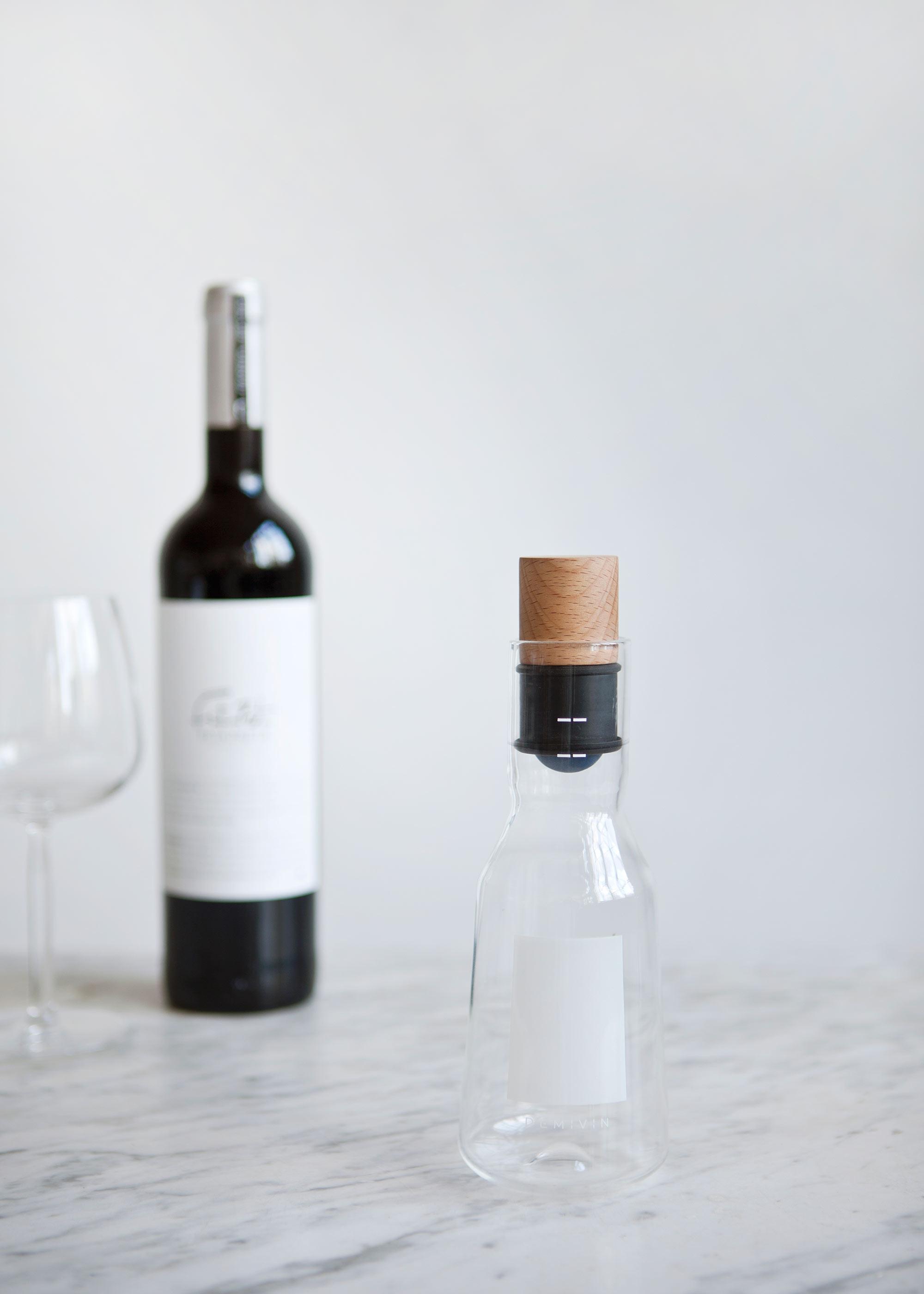 geopende wijn bewaren in de Demivin