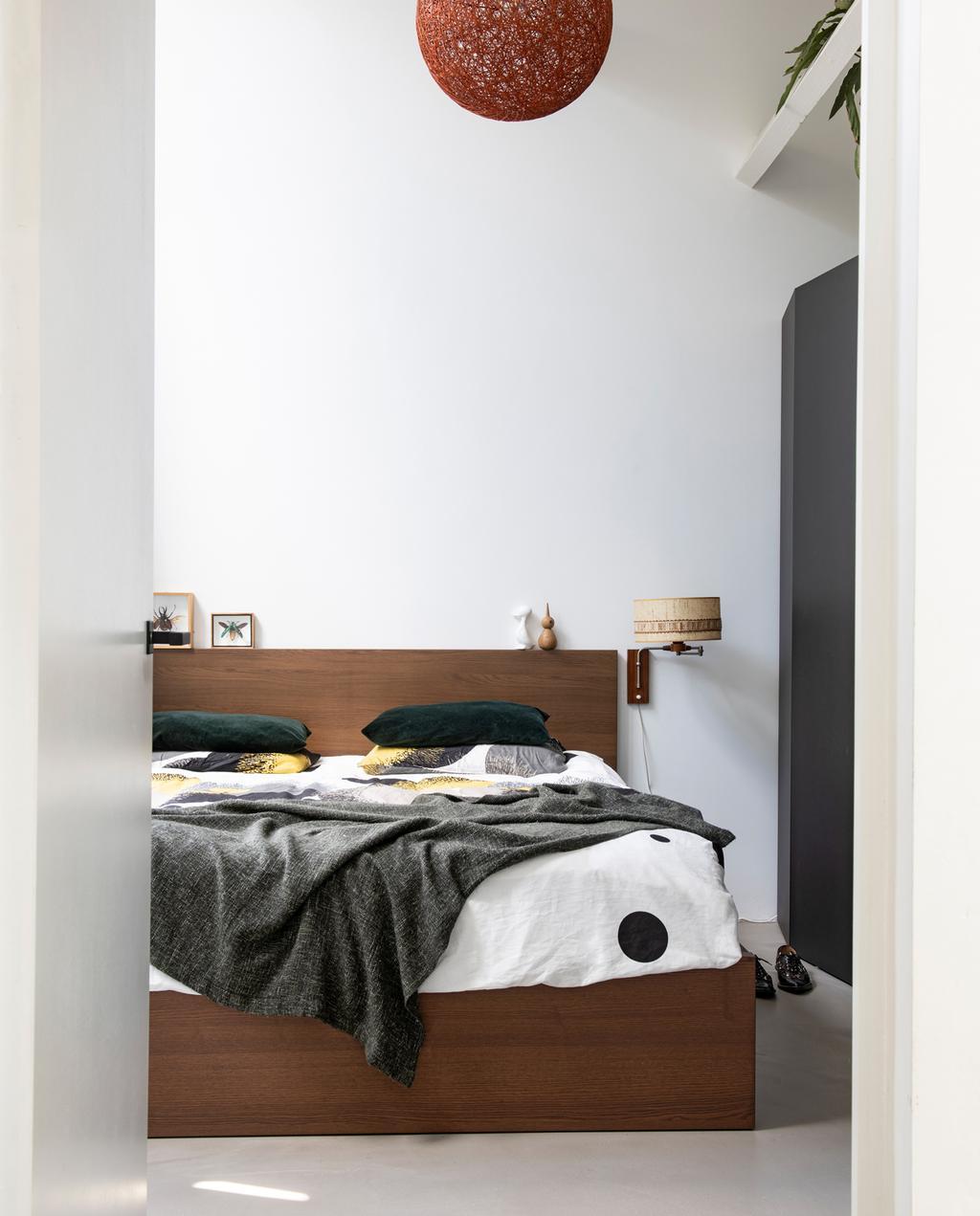 vtwonen 1-2020 | Binnenkijken in een bungalow in Broek in Waterland slaapkamer