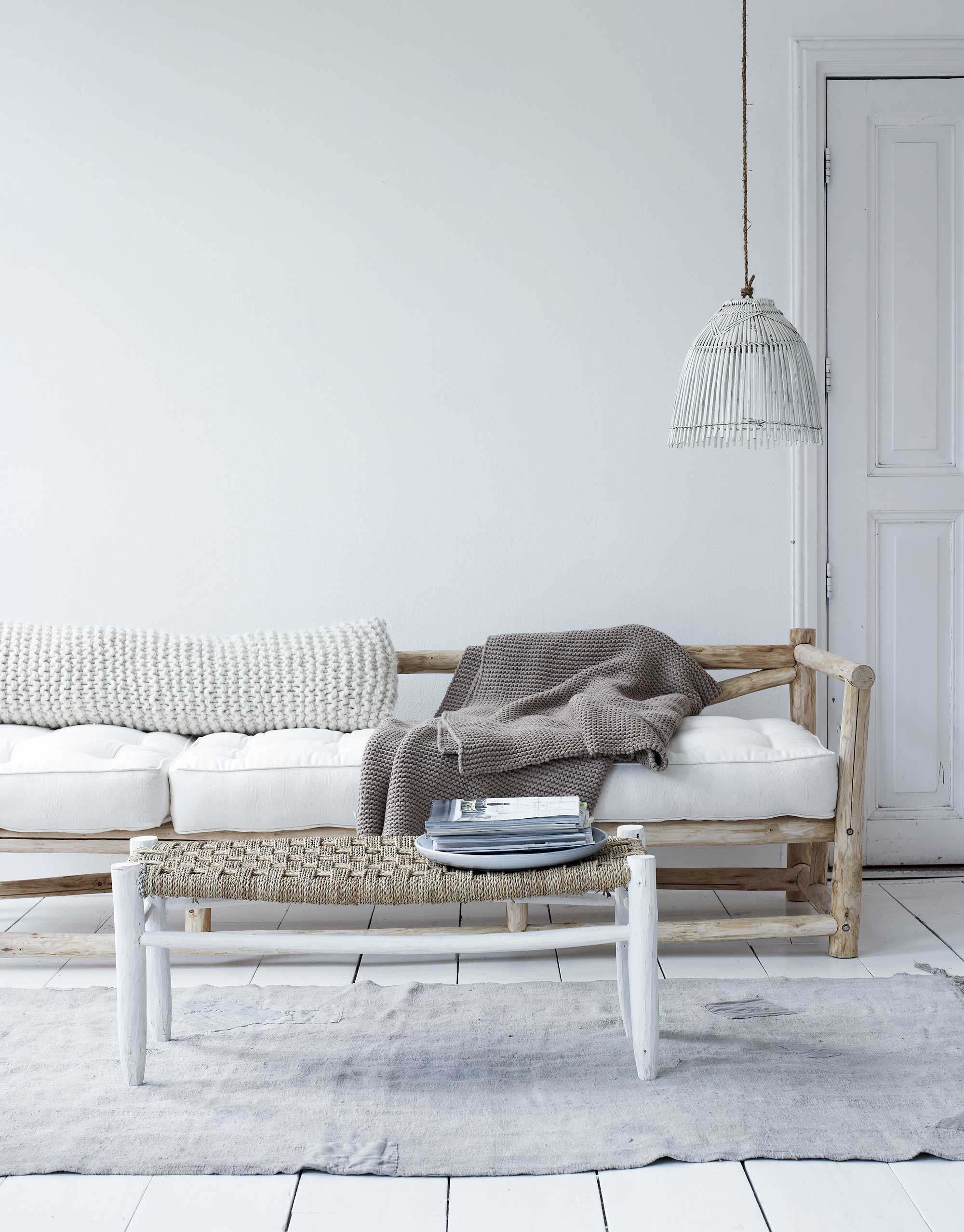 basic woonkamer met natuurlijke materialen