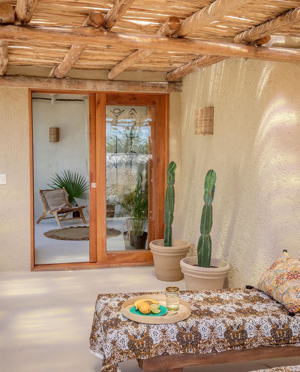 vtwonen casas especiais de verão 07-2021 |  sofá-cama na varanda