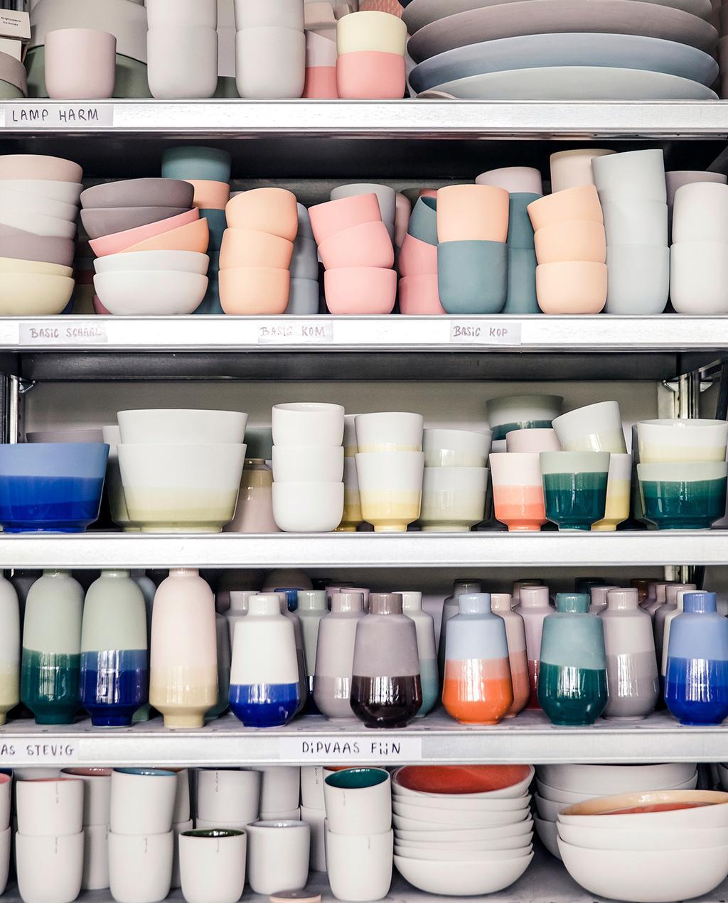vtwonen DIY special 01 2020 | kast gevuld met servies en vazen