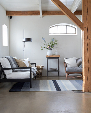karpet blauw wit hout