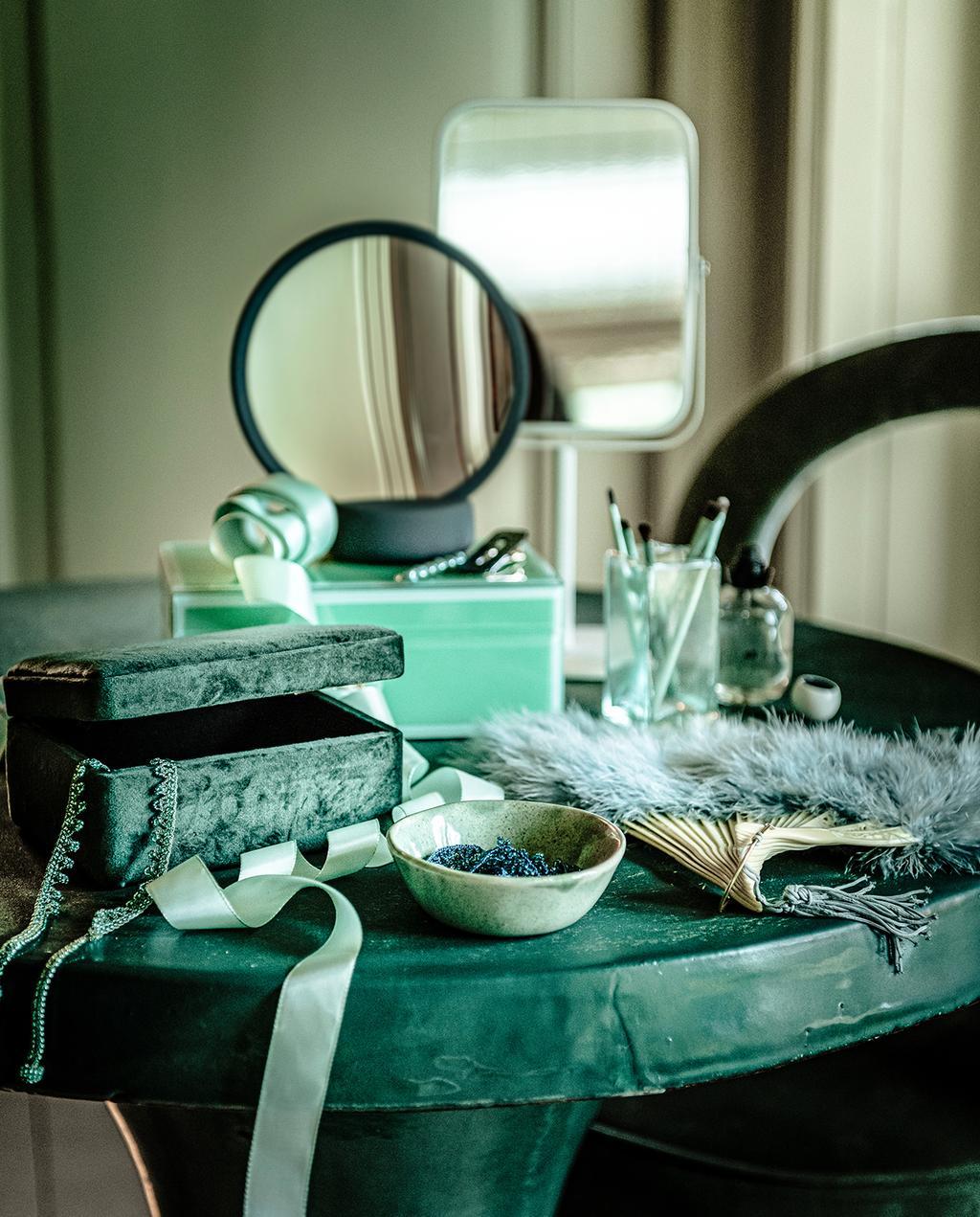 vtwonen 04-2020 | make-up tafel met spiegels