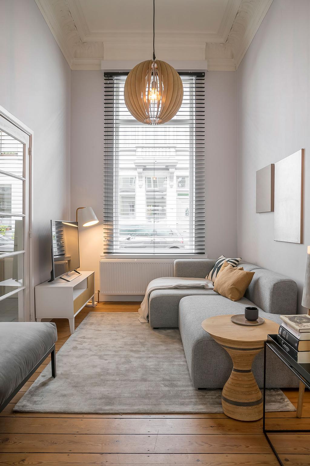 Raamdecoratie van Heytens in de woonkamer van Lukas en Katrien uit de tweede aflevering van het tweede seizoen van Een frisse start met vtwonen.