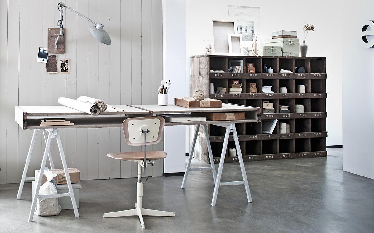Scandinavische kamer met bureau