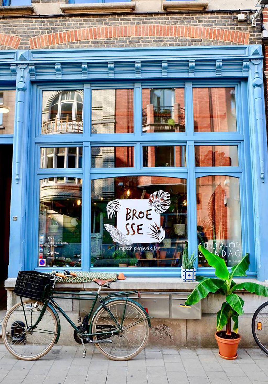 Gevel van het plantenkaffee Broesse te Gent