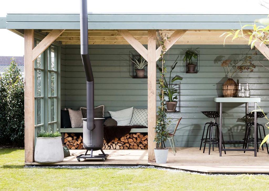 Tuin make-over met tuinhuis en buitenkeuken