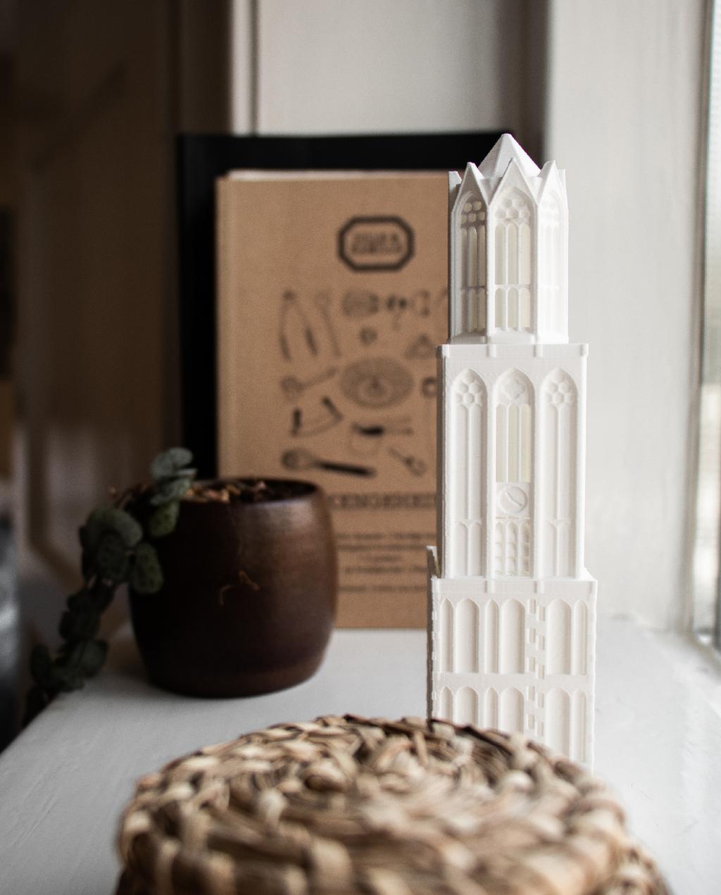 vtwonen blog rachel | vensterbank stylen met houten pot en dom toren beeldje