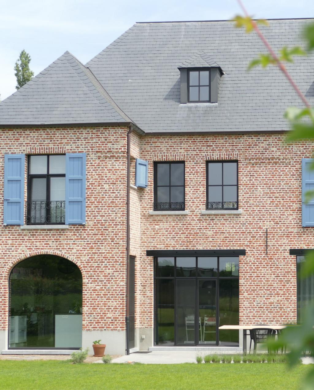 Je kan de Max Light ramen van Aliplast perfect laten aansluiten bij de stijl van je woning.