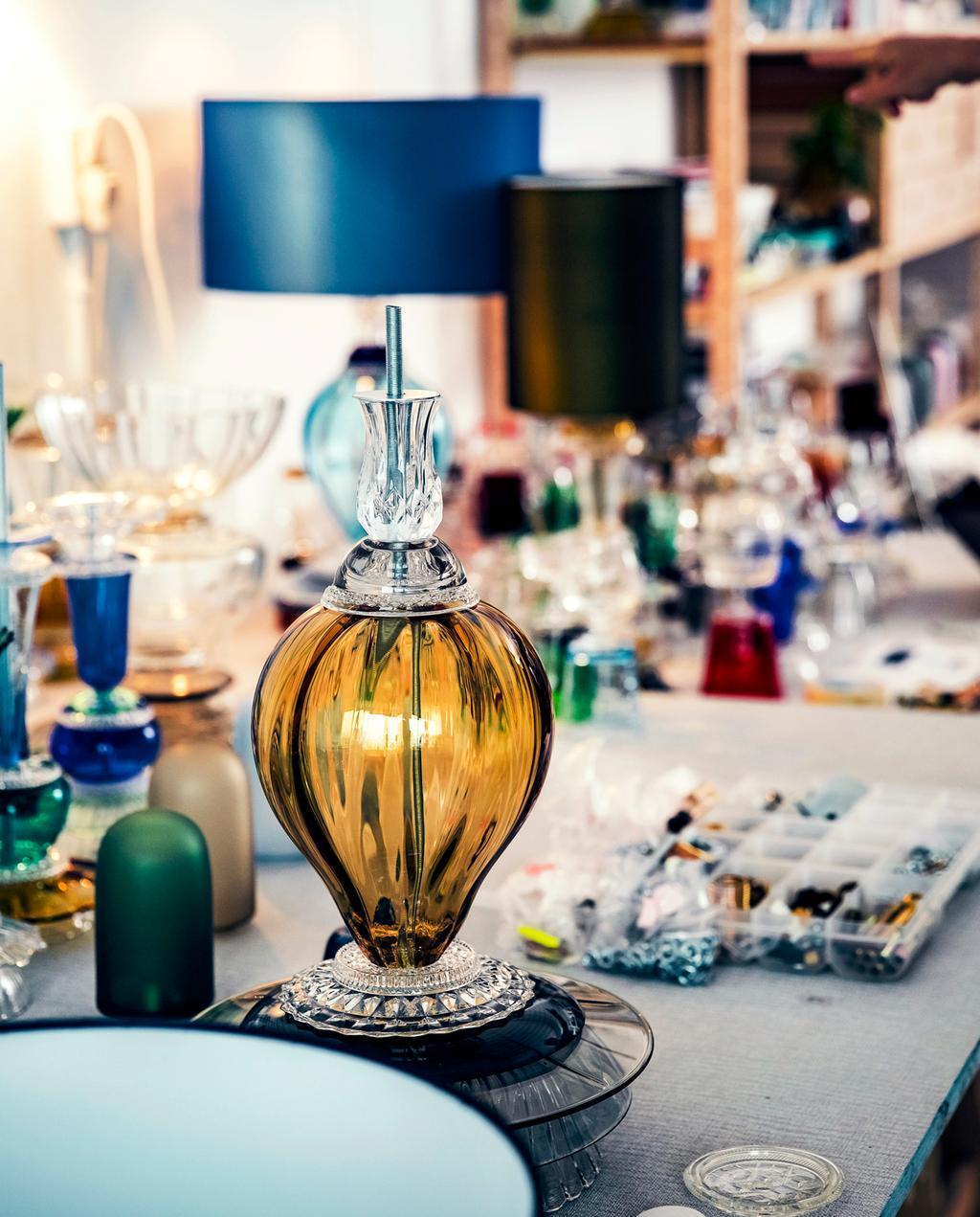 vtwonen 12-2019 | Ambacht Roos glas lamp tafellamp