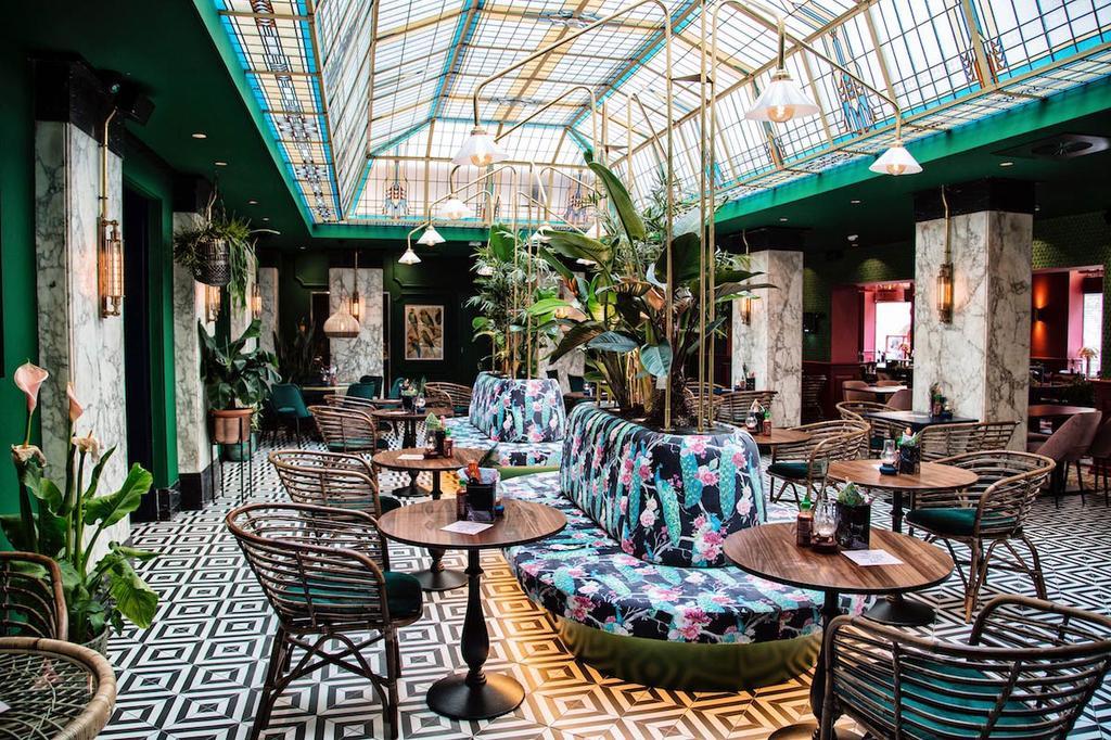 The Streedfood Club in Utrecht met glas-in-lood dak
