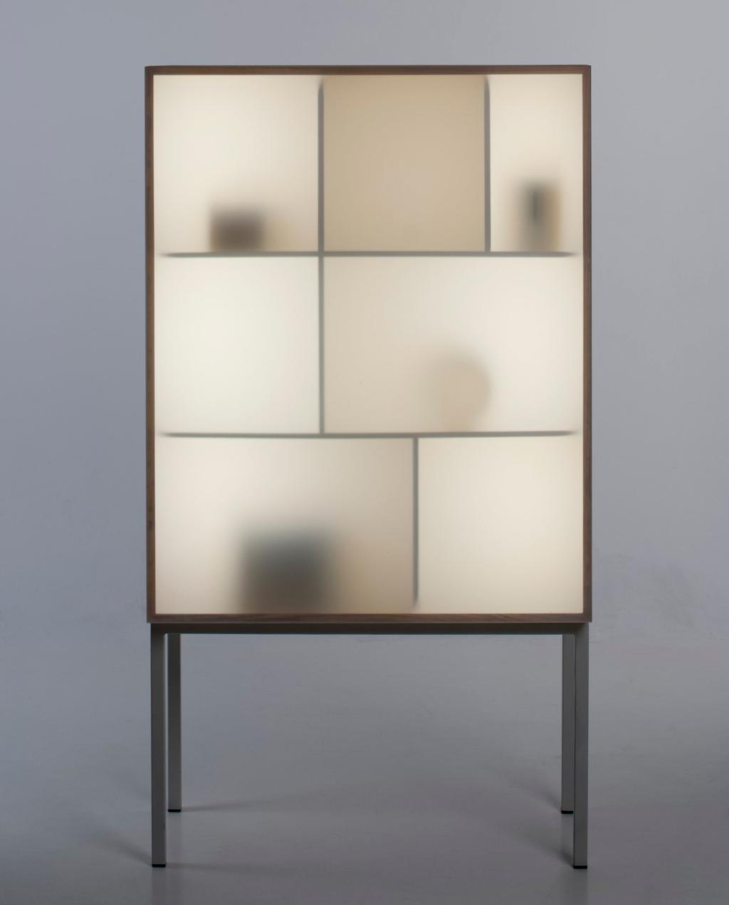 vtwonen studentdesign | scandinavisch vitrinekastje met plexiglas deur