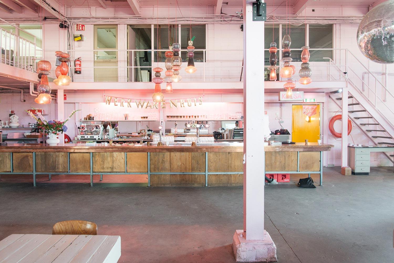 Roze interieur in het Werkwarenhuis in Den Bosch