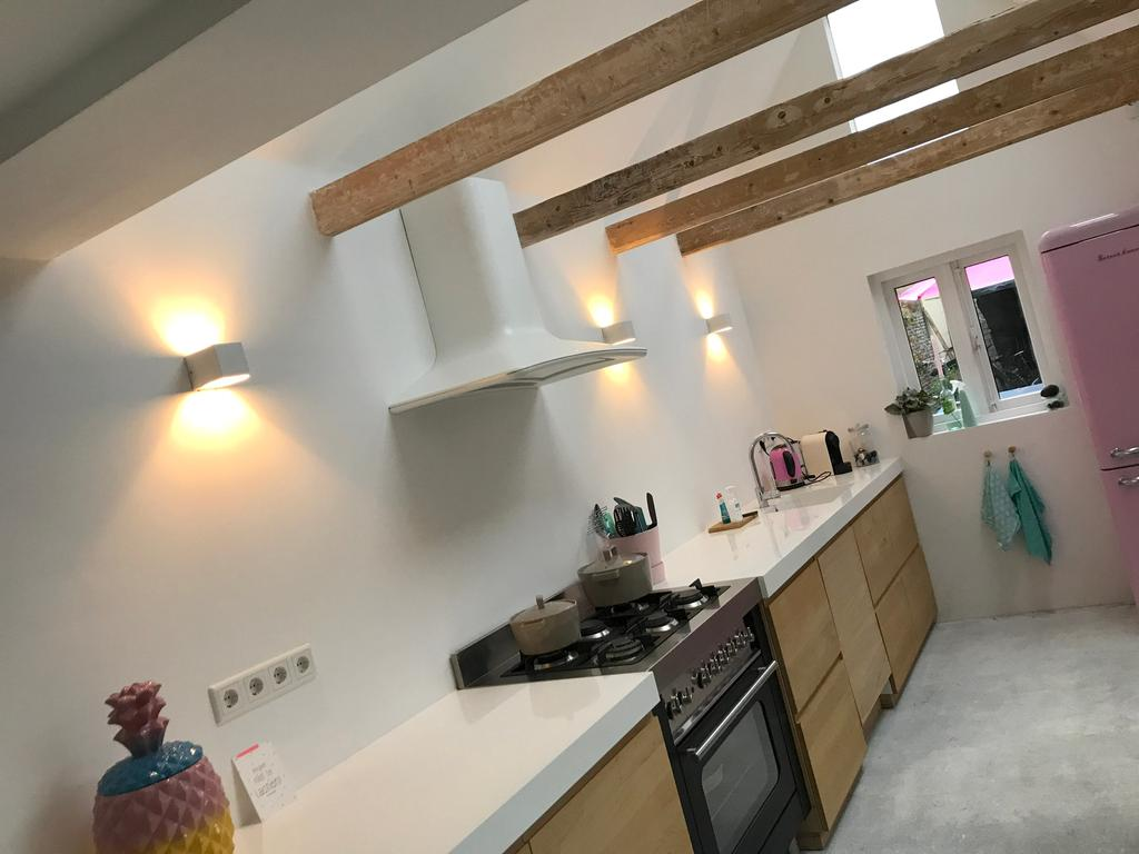 na-de-verbouwing-met-drie-ramen-in-het-dak-alles-heel-prijsbewust-gedaan
