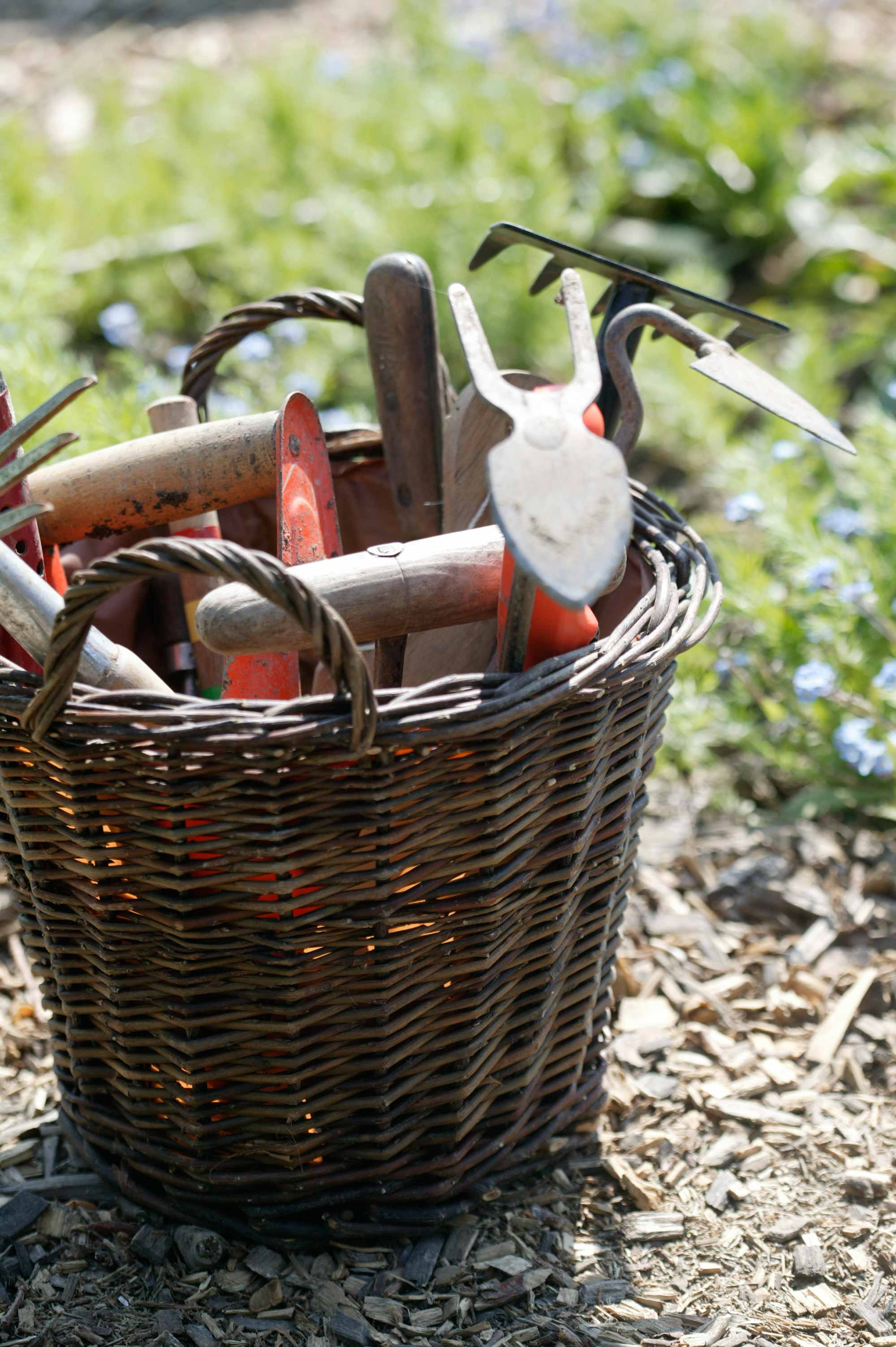 tuinkalender mand gereedschap