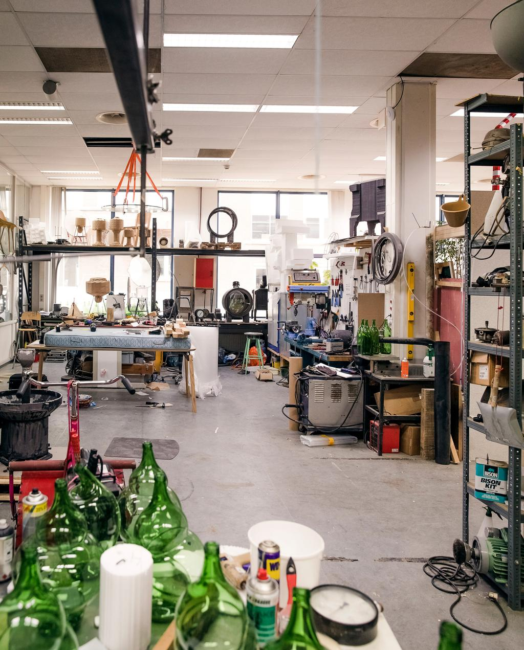 vtwonen 9-2019 | Ambacht Klaas Kuiken atelier groen glas | Ambacht glas blazen