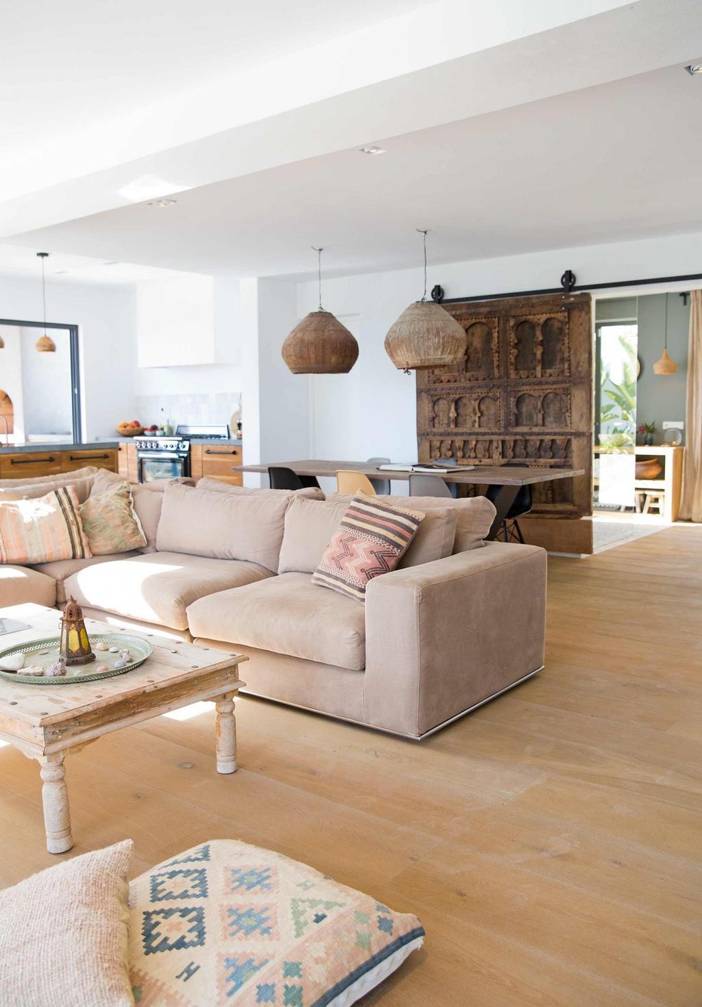 salon canape beige porte coulissante vintage