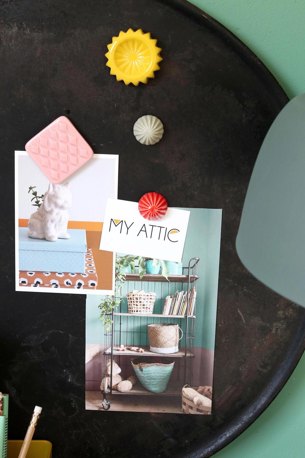 Magneten op een werkplek in het voorjaarshuis van blogger MY ATTIC
