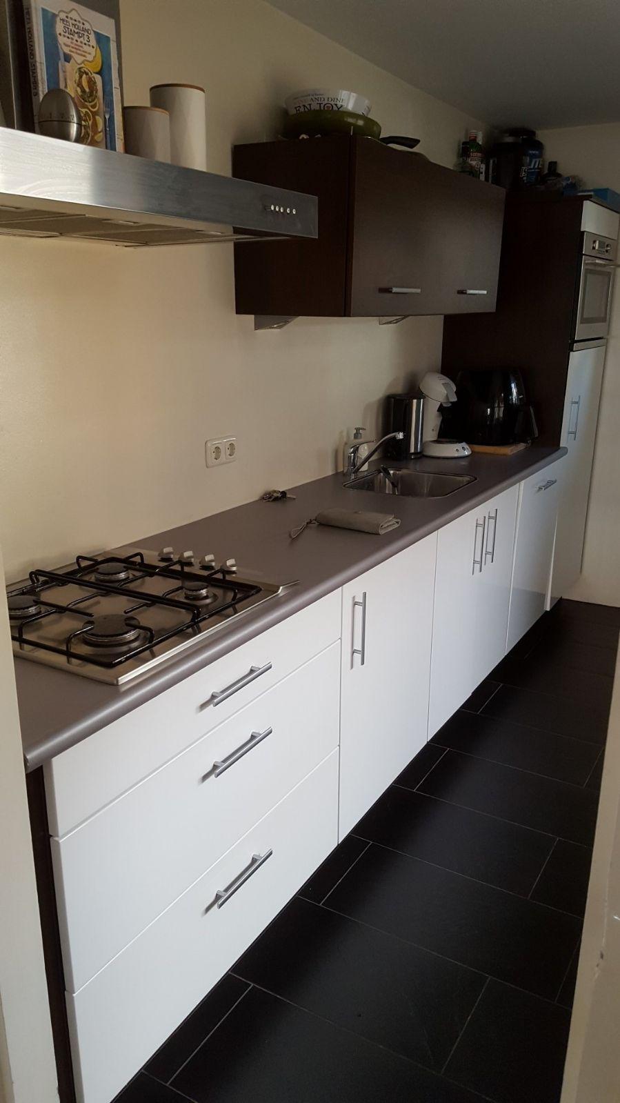 samen-met-mijn-vriend-bijna-man-hebben-we-ons-eerste-huis-gekocht-we-krijgen-binnenkort-de-sleutel-en-mogen-we-deze-keuken-ons-eigen-maken-daarbij-is-natuurlijk-een-mooie-prijs-van-harte-welkom
