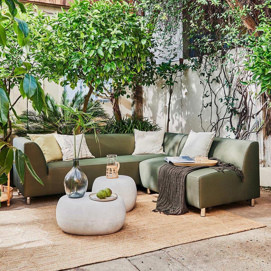 tuin-loungebank-bank-poef-kussens-vtwonencollectieklimplanten-snoeien-