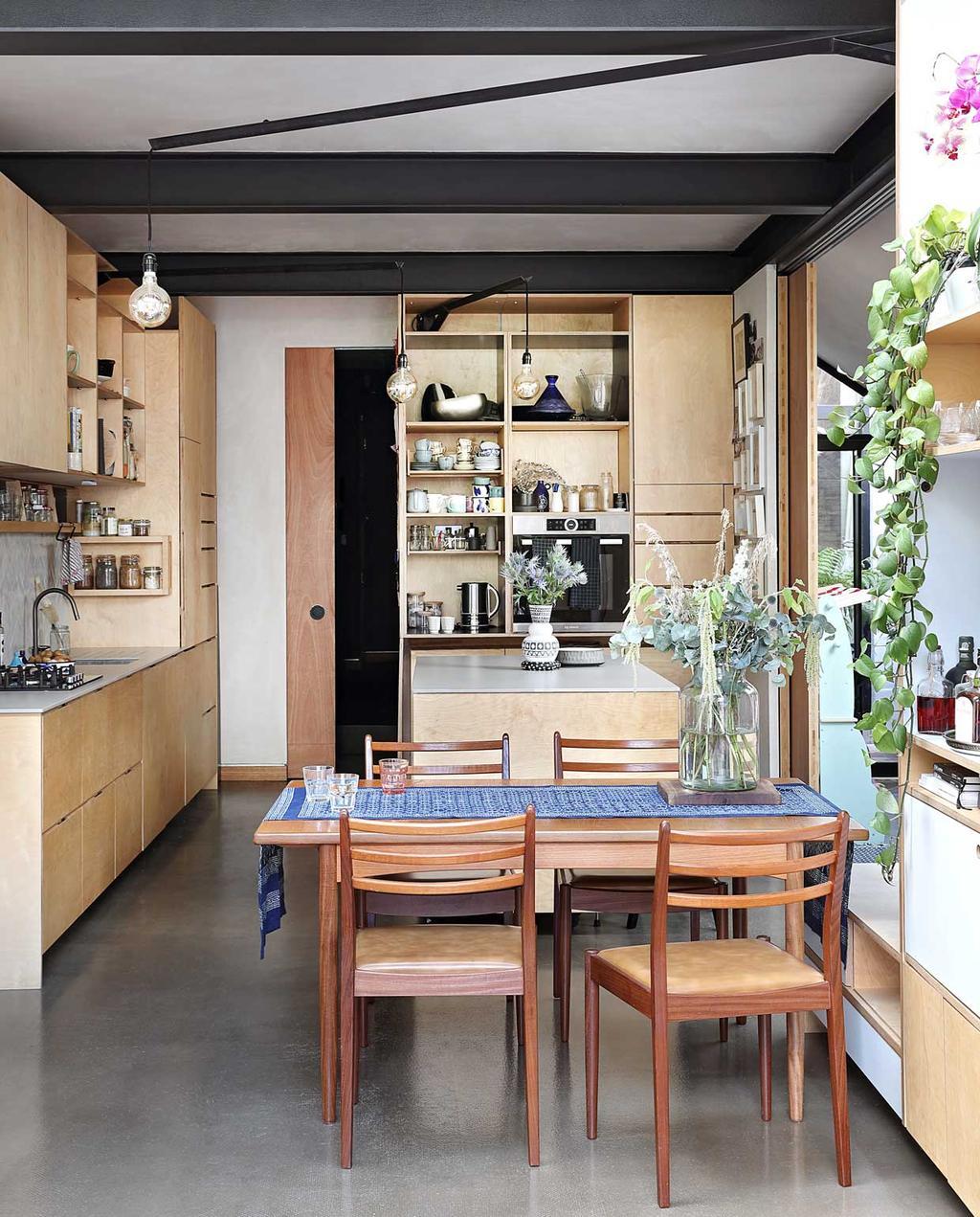 vtwonen bk special 03-2020 | knus londens familiehuis keuken met eettafel