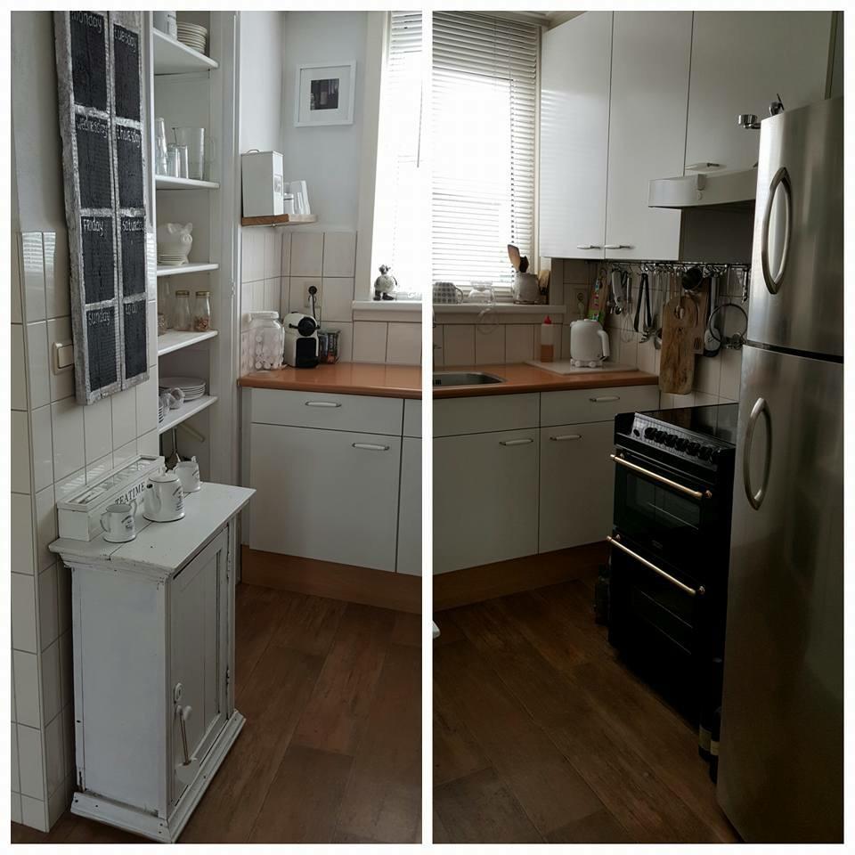 ik-huur-van-de-woningbouw-heb-vanwege-afgekeurd-zijn-een-laag-budget-en-mag-niet-echt-dingen-verbouwen-de-kast-vd-deur-eruitgehaald-bewaard-op-zolder-planken-geschuurd-en-geverfd-en-verder-rekje-onder-keukenkast-geschroefd-daar-haken-aan-voor-keukentools-koelkast-overgenomen-fornuis-via-marktplaats-kastje-kringloop-en-bord-gemaakt-van-2-steigerhouten-planken-schoolbordverf-en-witte-stift